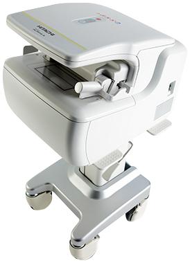 前腕でDEXA法による骨密度を測定します。 この装置は「誤差が少なく」、「放射線被ばく量が少ない」という利点があります。